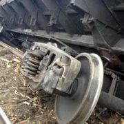 На Тернопільщині пасажирський потяг зійшов з рейок: покрали колії