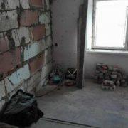 Прикарпатці, вихідці з інтернату з трьома дітьми, влада виділила квартиру не придатну для проживання (фото)