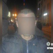 В Івано-Франківську в перехожого іноземця виявили наркотики. ФОТО