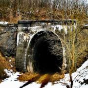 Фоторепортаж з Карпат: як виглядає закинутий залізничний тунель у Волосянці (фото)