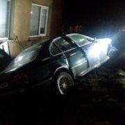 У Міжгір'ї BMW влетіла в огорожу приватного будинку – соцмережі