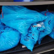 Героїня дня! У Коломиї жінка привезла сміття під офіс перевізника AVE