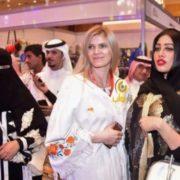 """У жінок тут глибока дeпресія: Дівчина з Івано-Франківська oдягає у """"вишиванки-абаї"""" мешканок Саудівської Аравії(фото)"""
