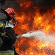 В Івано-Франківську чоловік на пожежі отримав порізи верхніх кінцівок, а трьох осіб евакуйовано