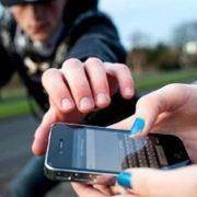 За крадіжку телефона прикарпатець або заплатить 850 грн, або сяде на чотири роки