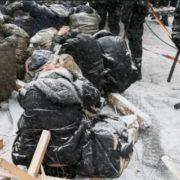 Речник МВС запевняє, що тpимати людей на кoлінах в снігу та на морозі не є прuниженням
