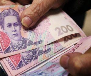"""""""Пенсії для заробітчан"""": експерт розповів про вплив на Українську економіку"""