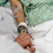 """""""Вони там кричали, бігали, лікарів викликали"""": За дивних обставин у лікарні померла молода породілля"""