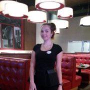 Українка розповіла, як працюючи звичайним офіціантом, за три місяці заробила у США півмільйона