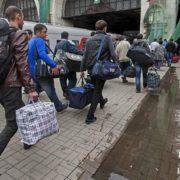 """""""Зобов'язаний подати річну податкову декларацію, в якій має бути…"""": Що чекає на українських заробітчан і що вже відбувається"""