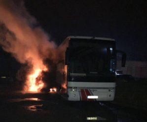 Вночі у Львові невідомі підпалили польський автобус