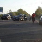 Поблизу Франківська зіткнулися маршрутка і легковик – є потерпілі. ФОТО