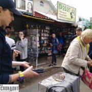 Цинічний бізнес на чотирилапих: у Франківську викликали поліцію до жінки, яка продає хворих собак (фото + відео)