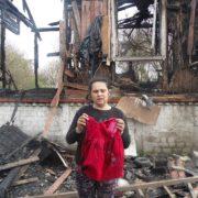 """""""Показала згарище, де діти згоріли живцем"""": Роми розповіли про знищення їх будинків"""