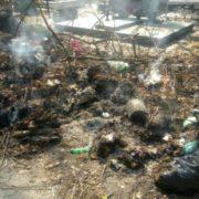 Могили засипали сміттям і підпалили: Українців розгнівали фотографії свавілля на столичному кладовищі