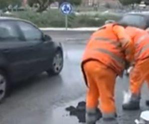 Українець навчив італійців класти асфальт у калюжі (відео)