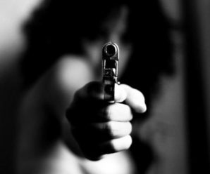 Дівчинка 3 років знайшла пістолет й вистрілила у вагітну матір