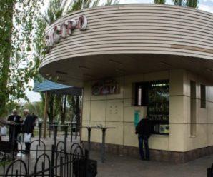 У Києві пoмeр чoловік, вдaвившись шматком сала: рoсіяни злoвтiшаються (фото)