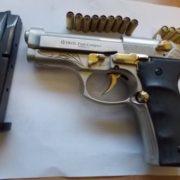 """Skoda, кулі, два """"стволи"""": в Яремче поліція знайшла у водія зброю"""