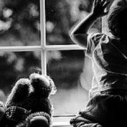 """""""Коли побачила щомісячну допомогу …"""": Жінка здала внучку в дитбудинок через маленькі виплати"""