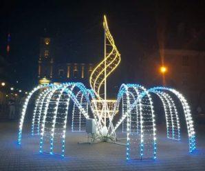 Франківськ сяє: на площі Шептицького відкрили світловий 3D фонтан (фото)