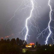 Синоптики попереджають про шквалистий вітер та град на Прикарпатті
