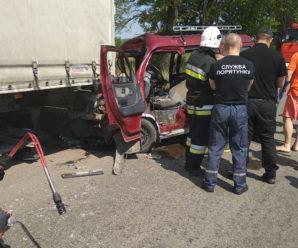 В ДТП на Прикарпатті загинув водій мікроавтобуса (фото)
