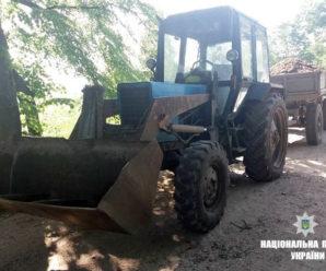 Прикарпатець на тракторі перевозив крадений гравій (фото)