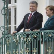 Стали відомі подробиці розмови Порошенка з Меркель