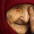 Лежала серед подвір'я, кликала на допомогу, а ніхто не чув: як сталося, що «багата жінка» залишилася на старість літ одна