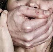 На Прикарпатті двоє чоловіків ґвалтували 15-літню дівчину і все знімали на відео (відео)