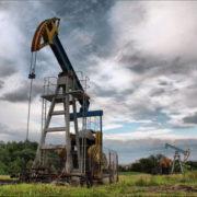 На Прикарпатті стався викид нафтоемульсії – на 30 метрів заввишки