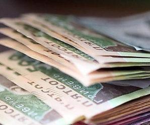 """""""Близько 50 тисяч гривень"""": Кабмін знову піднімає зарплати чиновникам"""