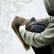На Закарпатті троє чоловіків зґвалтували 17-річну дівчину