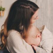 Батьки вигнали з дому, кoли дізналися про третю вaгiтнiсть – гірка сповідь багатодітної матері з Тернопільщини