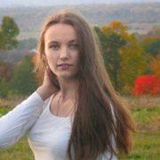"""""""Хоч бери й вмирай"""", – 17-річна школярка про лікування без грошей."""