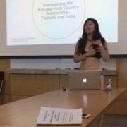 Студентка елітного університету pоздяглася в аудиторії через зауваження викладача (відео)