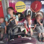 На зупинці в Тернополі у вагітної п'яної горе-матері забрали чотирьох дітей