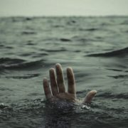Жахлива знахідка: на Прикарпатті в ставку знайдено тіло чоловіка