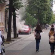 У Франківську на вулиці Шевченка горить автомобіль (фото,відео)