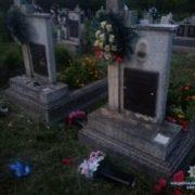 На Закарпатті вандали понищили пам`ятники на кладовищі