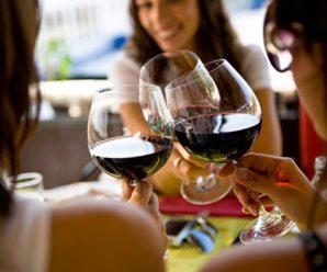 Стало відомо, який алкогольний напій робить жінок щасливими