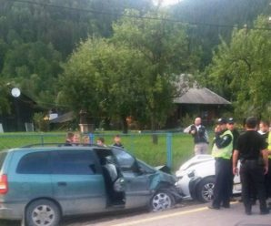 ДТП на Прикарпатті: не розминулися дві іномарки та екіпаж поліції. ФОТО