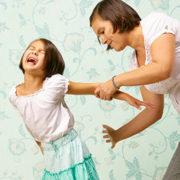 Нянька із пекла: батьки посивіли, подивившись записи камер дитячого садка(ВІДЕ0)