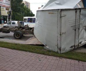 У Франківську зіткнулися чотири автомобілі, бо у вантажівки відмовила гальма. ФОТО