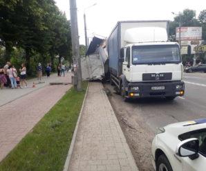 ДТП у Франківську: на Галицькій вантажівка спричинила кілька зіткнень (фото)