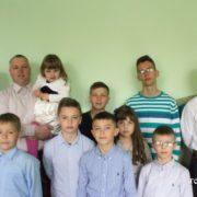 На Прикарпатті родина виховує дев`ять дітей, шестеро хлопців – з дитбудинку