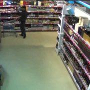 На Прикарпатті троє неповнолітніх вкрали з магазину 200 пляшок алкоголю