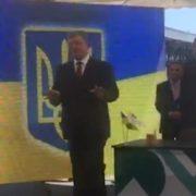 """""""Церемонію завершено"""": під час виступу президента України стався курйозний випадок (відео)"""