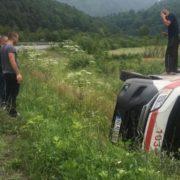 Не впорався з керуванням: на Закарпатті «швидка» із пацієнтом злетіла з дороги (ФОТО)